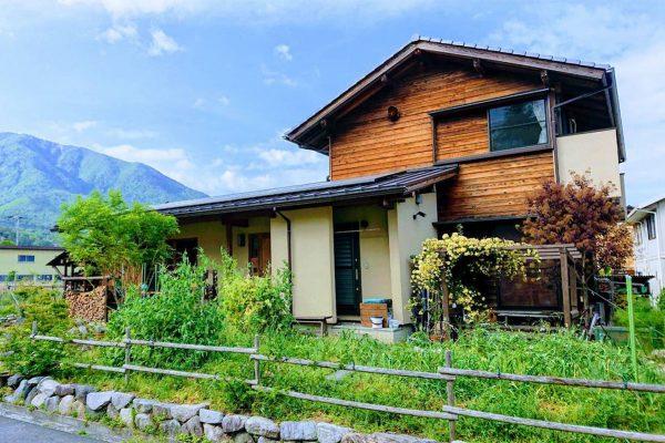 山の景色を眺めて暮らす家1